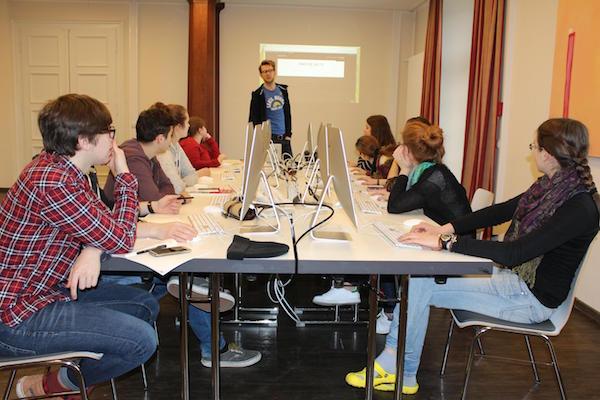 FSJler bei einem Digitalseminar des rheinland-pfälzischen Kulturbüros.