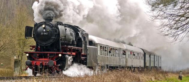 steam train by hpgruesen via pixabay, CC0
